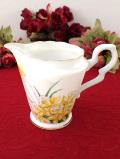 <GRADSTONE>黄色い水仙♪金彩も華やかな美しいシェイプのミルクジャグ