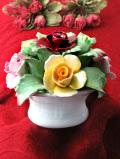 <エインズレイ>「JUNE ROSE」優雅なバラのお花たち♪とても優雅な陶器細工の大きなお花の置物