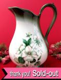 <Blakeney>英国のエンレイソウのお花たち♪容量2000cc陶器細工が優雅なとても大きなウォータージャグ