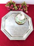 <英国銀器>1940年代:優雅な植物模様の銀細工♪ヴィクトリアンデザインの八角形の銀盆