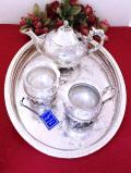 <英国銀器>1930年代:優雅なお花たちの銀細工が素晴らしい銀盆付きのティーセット「4点セット」