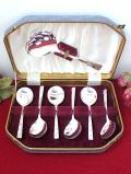 <英国銀器:VINERS>1950年代:優雅なお花の銀細工♪スープスプーンとサーバースプーン「7本セット:お箱&パンフレット付」
