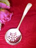 <英国銀器>1930年代:優雅なお花模様♪英国アンティークのシルバープレートのシフタースプーン