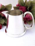 <英国銀器>1940年代:シルバープレートの銀細工が優雅なずっしりと重たいミルクジャグ