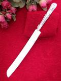 <英国銀器>優雅な銀細工が素晴らしいシルバープレートのとても大きなサイズのブレッドナイフ