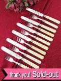 <英国銀器:J.SHERATON>1930年代:天然ボーンのハンドル♪素晴らしい銀細工のテーブルナイフ&フォーク「12本セット」