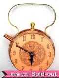 1930年代:豪華な真鍮細工♪とても珍しいケトルのフォルムの掛時計