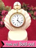 【30日間保証付】時計の裏にルネッサンスの絵画♪立体的な細工が優雅な金色の懐中時計「スタンド付」