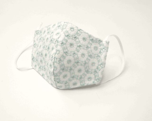 ●立体布マスク(表地綿レース) 白地水色・六角形柄 女性用