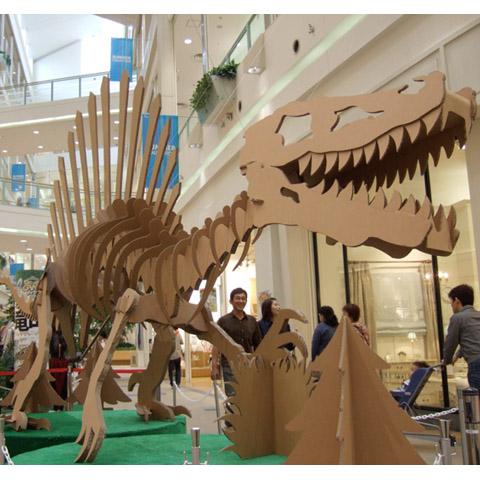 強化ダンボール製巨大化石恐竜「スピノサウルス」