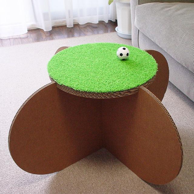 強化ダンボール製サイドテーブル&スツール「ファンファン」人工芝