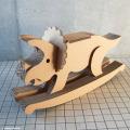 強化ダンボール製木馬「トリケラトプス」