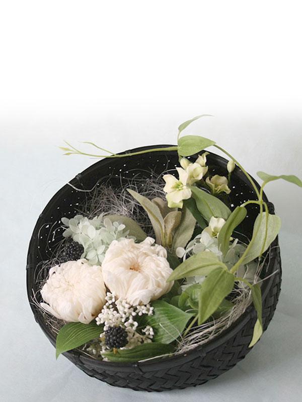 和カゴアレンジ・輪菊