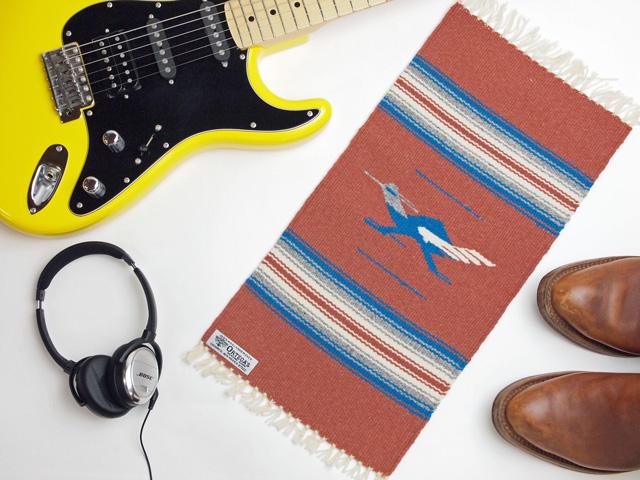 【限定生産デザイン】 Ortega's オルテガ 841020-146 手織りチマヨブランケット 25x50cm ブランディー 『ロードランナー』デザイン
