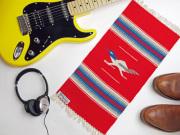 【限定生産デザイン】 Ortega's オルテガ 841020-151 手織りチマヨブランケット 25x50cm スカーレットレッド 『ロードランナー』デザイン