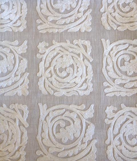 Pure Scroll Embroidery236614  136cmx1M以上10cm単位でカット販売(海外取寄せ)