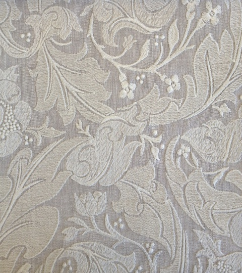 Pure Bachelors Button Embroidery236616  135cmx1M以上10cm単位でカット販売(海外取寄せ)
