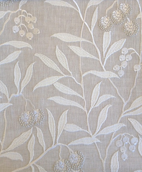 Pure Arbutus Embroidery236619 131cmx1M以上10cm単位でカット販売(海外取寄せ)