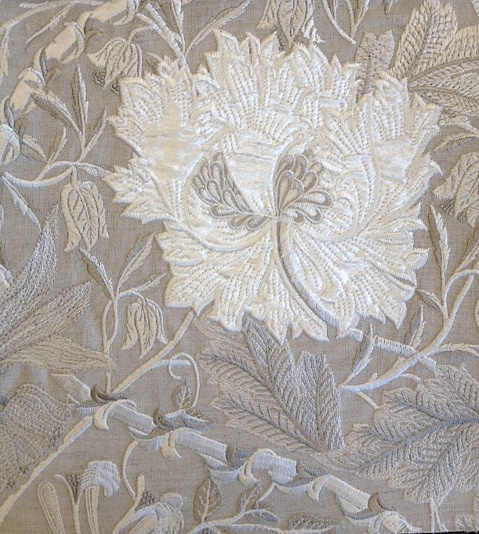 Pure Honeysuckle & Tulip Embroidery236633 129cmx1M以上10cm単位でカット販売(海外取寄せ)