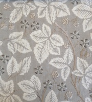 Pure Bramble Embroidery236622 134cmx1Mカットクロス(海外取寄せ)