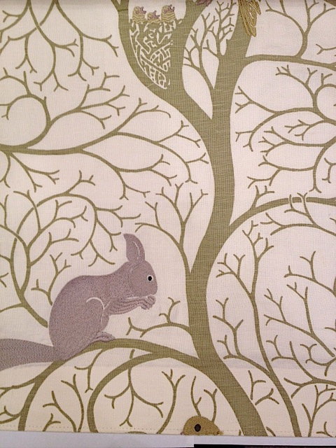 Squirrel and dove embroidery303 143cmx60cmカットクロス(海外取寄せ) 会員登録+2枚以上でさらに5%OFF!