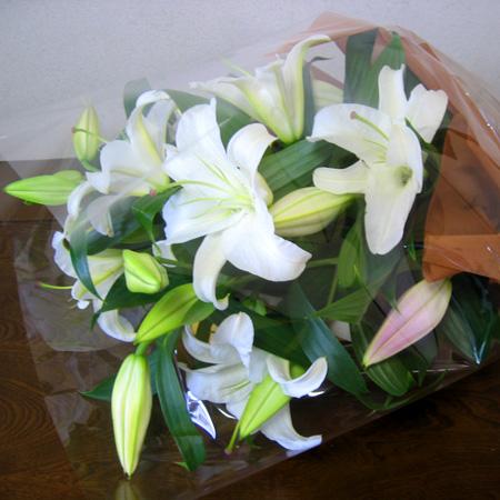 【デザイナーズコレクション】ユリの花束【真心の百合】