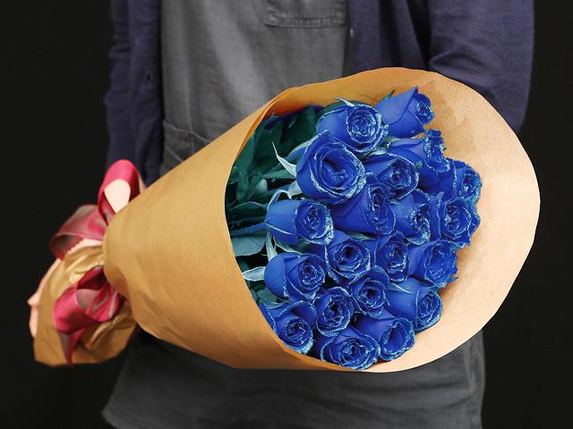 22本の青い煌薔薇の花束~きらきら輝くバラの宝石(花言葉カード付き) 【送料一律1800円(※一部地域を除く)】