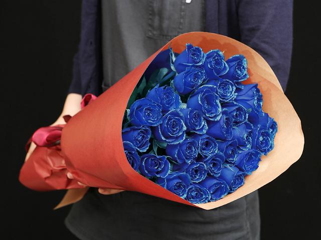 28本の青い煌薔薇の花束~きらきら輝くバラの宝石(花言葉カード付き) 【送料一律1800円(※一部地域を除く)】