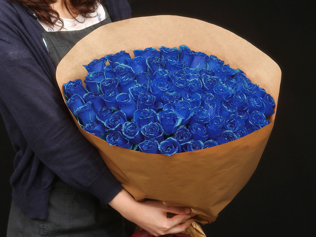 77本の煌薔薇の花束~きらきら輝くバラの宝石(花言葉カード付き) 【送料一律1800円(※一部地域を除く)】