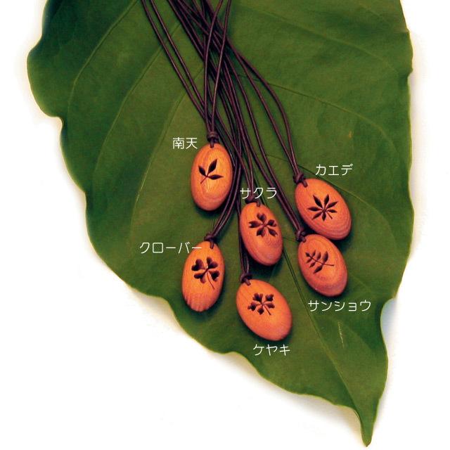 木のネックレス