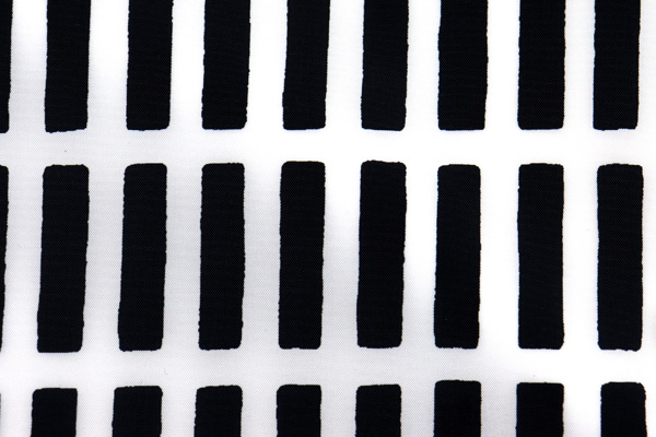エコバッグや雨具に最適な 撥水加工のナイロンタフタ はじご格子 ブラック
