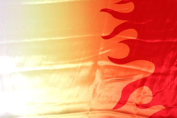 人気の和柄 ダブル巾(140cm)のサテンプリント 両耳ボーダーの炎の柄 グラデーション