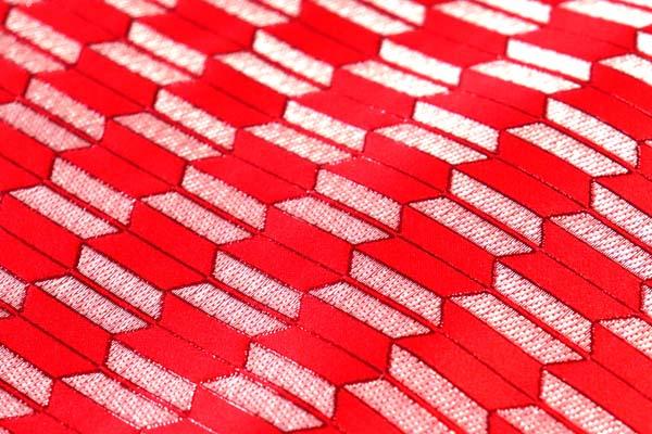 よさこいや舞台衣装に最適な 光沢感のある素材 ラメ入りジャガード 矢絣 赤×銀