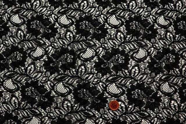 ラッセルレースプリント生地 花柄 黒 【50cm単位】(la642)