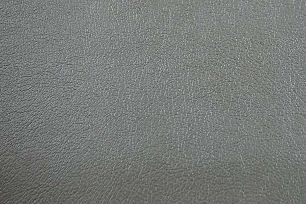 椅子の貼り替えなどインテリアにもつかえる エンボス加工の フェイクレザー ヴィンテージメタル