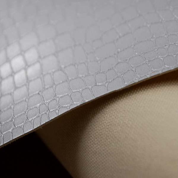実は縫いやすい ワニ柄エンボス加工の フェイクレザー シルバー