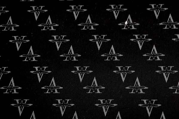 シグネチャープリント ブラック(ポリウレタンの上にナイロンプリントが貼り付けてあります)