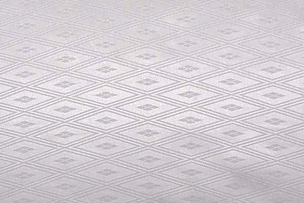 現物のみです ダブル幅のポリエステルサテンジャガード 三重襷に武田菱 白