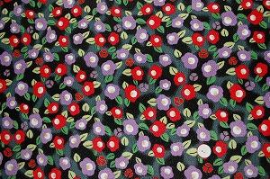 ちりめん友禅 金彩生地 可愛い椿 つばきの和風生地 赤色と紫色 黒地(0647-62)
