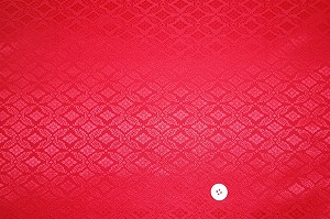 綸子 りんず 和風生地 和柄生地 着物の生地 和布(菱菊文様・赤色・レッド)(0649-34)