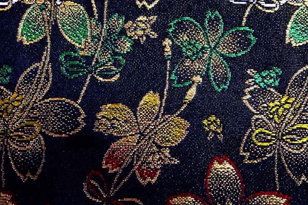 金襴などの手芸材料 日本の伝統 金襴 桜吹き寄せ 黒地