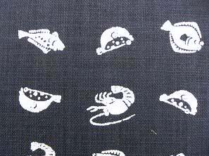 むら糸 和柄生地 和布 藍染風の伝統的な和風生地 さかな (1002-01)