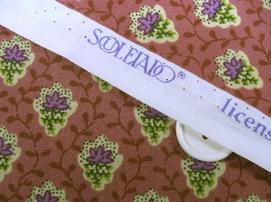 SOULEIADO ソレイアードの生地  プティット・フルール・デ・シャン ローズピンク色(0673-24)