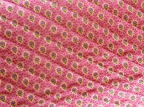 SOULEIADO ソレイアードのキルティング生地 プティット・フルール・デ・シャン 濃いピンク色(0673-49)