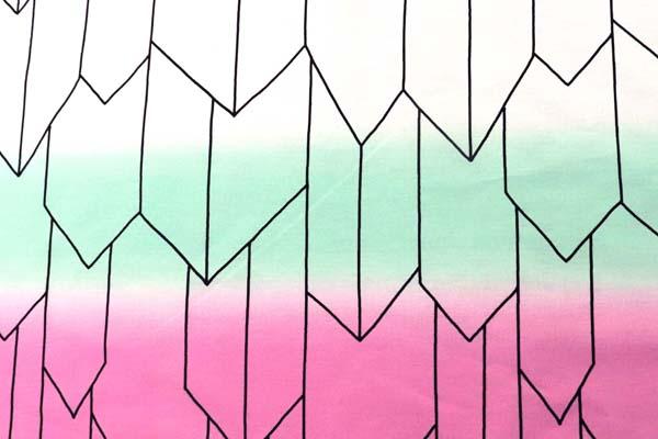 あの人気の和柄第7弾! 日本の伝統 ブロードの矢絣 オフ・緑・ピンクのグラデーション(片側のみ)