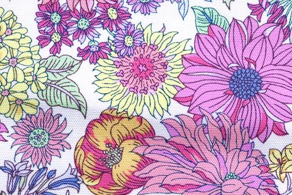 ルシアンのメモアール・ア・パリ オックスフォード オフ地×赤系の花