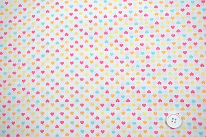 可愛いハートがいっぱい スケアー・プチハートプリント生地  ホワイト地×マルチカラー