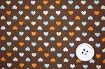 可愛いハートがいっぱい スケアー・プチハートプリント生地  ブラウン地×オレンジ