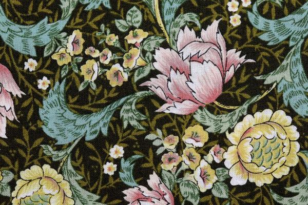 有輪商店の シャーティングフラワープリント こげ茶地に黄色・ピンク系の花