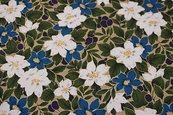 柔らかくてしっかりした素材 コットンツイル(あや織り)ラメ入り花柄プリント 青 1127-68